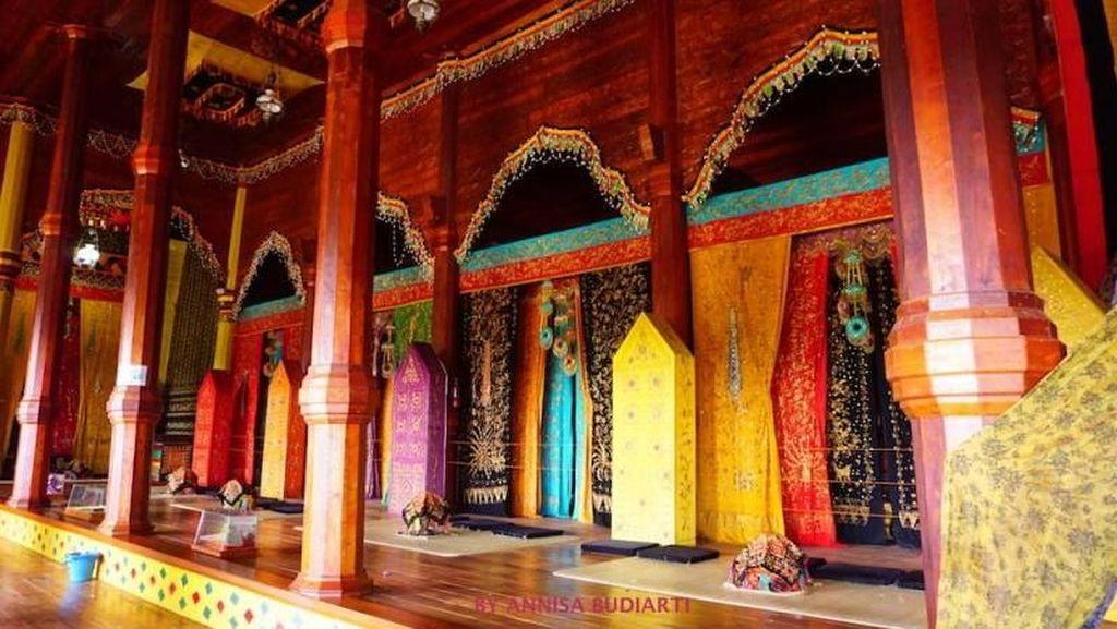 Istana Pagaruyung yang Cantik Buat Foto-foto
