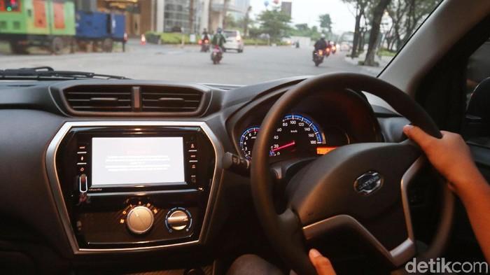 Model berpose dengan Mobil datsun GO+ dan datsun; GO saat diperkenalkan dan test drive oleh wartawan di Jakarta (6/6 2018) Kedua mobil ini menambah persaingan dunia otomotif nasional mobil jenis LCGC. Datsun menambah fitur dan interior kursi; head unit; HU SDH touch Screen; exterior velg baru. Datsun Go di banderol harga Rp. 142.190.000 dan Datsun Go Plus Rp. 133.990.000.