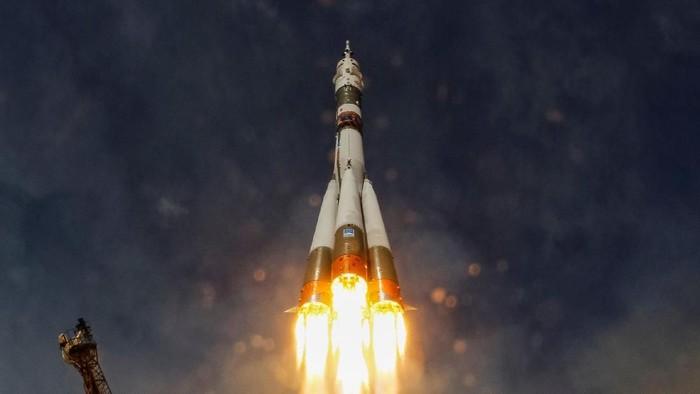 Peluncuran Roket Soyuz MS-09 Foto:  Shamil Zhumatov/Reuters