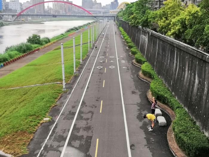 Jika berkesempatan pergi ke Taipei, Taiwan, mampirlah ke Chengmei Riverside Park. (Foto: Reza/detikHealth)