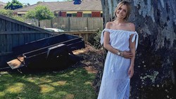 Kadang obsesi untuk memiliki tubuh kurus dapat berkembang menjadi tidak sehat. Elle Lietzow mengabadikan perjalanannya sembuh dari anoreksia.