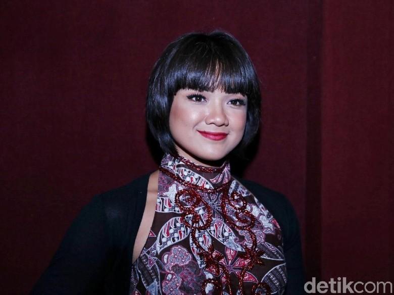 Nirina Zubir Tak Ambisi Tambah Momongan, 2 Anak Cukup