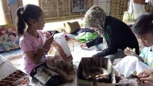 Ngabuburit Sambil Belajar Batik di Omah Sawah Kendal