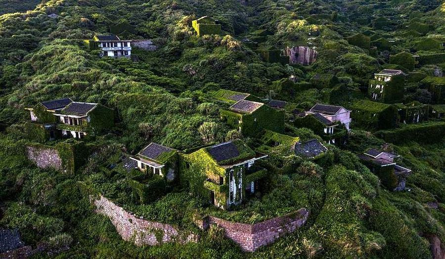 Desa Houtouwan terletak di Kepulauan Shengshan di sebelah timur Kota Shanghai. Desa Houtouwan sudah ditempati penduduk sejak tahun 1950-an tapi ditinggalkan pada tahun 1990-an (AFP/Getty Images)