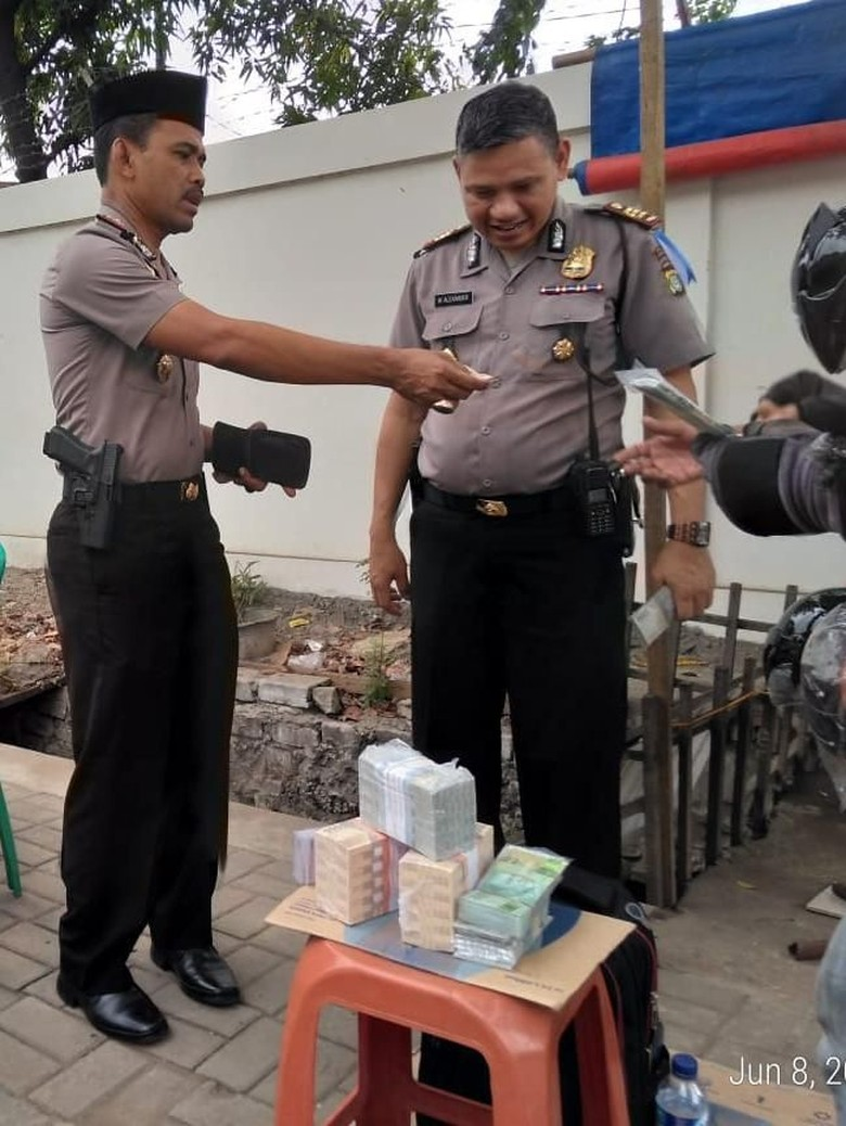 Polisi Cek Keaslian Jasa Tukar Uang di Cengkareng