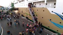 Ribuan Pemudik Tiba di Terminal Gapura Surya Tanjung Perak