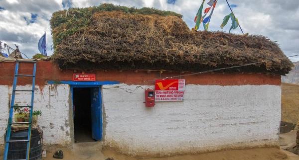 Ini adalah kantor pos yang berada di Desa Hikkim, salah satu desa di Spiti yang berada di Pegunungan Himalaya. (Sandipan Dutta/BBC Travel)