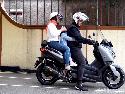 Cara Aman Jadi Penumpang Sepeda Motor