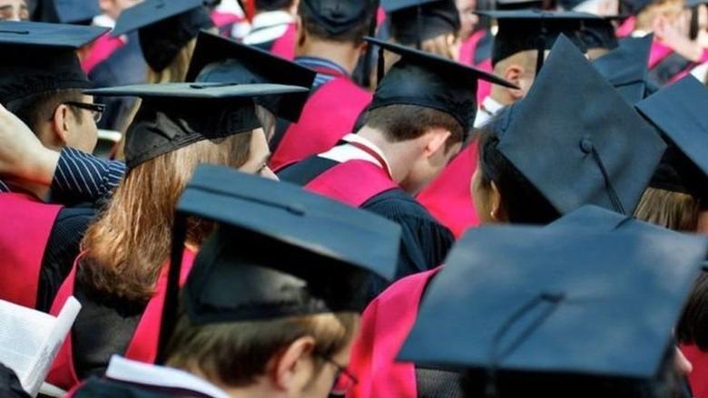 10 Hal tentang Lulusan Harvard: Liberal, Perawan dan iPhone