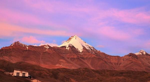 Kantor pos yang telah ada semenjak tahun 1983 ini berada di ketinggian ketinggian 4.597 mdpl. Ini lebih tinggi daripada Gunung Rinjani di Lombok, yang setinggi 3.800-an mdpl. (Sandipan Dutta/BBC Travel)