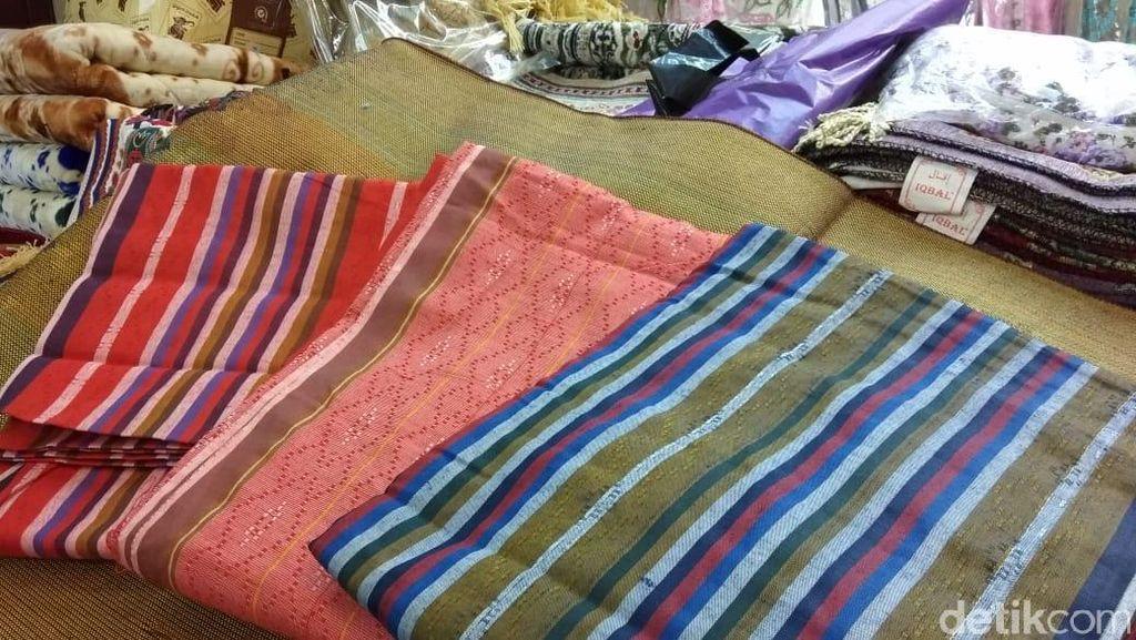 Laris Manis Jelang Lebaran, Sarung Ini Made In Bandung Lho
