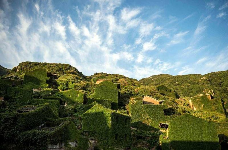 Desa ini ditinggalkan penduduknya ke wilayah China daratan (mainland) untuk mencari pekerjaan dan mengadu nasib (AFP/Getty Images)