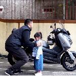 Tips Aman Membonceng Anak dengan Motor