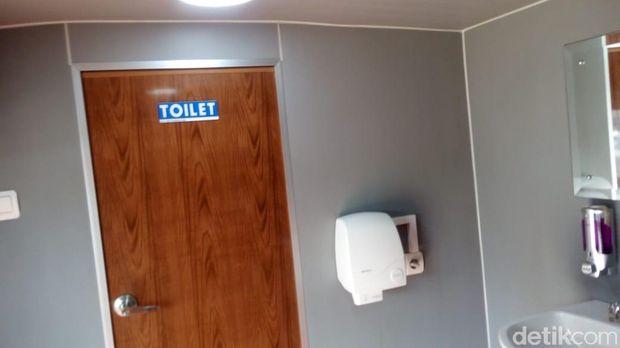 Mobil toilet VVIP di Rest Area sementara Koripan, Kabupaten Semarang.