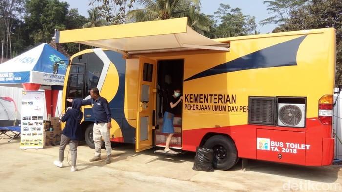 Mobil toilet VVIP yang berada di Rest Area sementara Koripan, Susukan, Kabupaten Semarang. (Foto: Eko Susanto/detikcom)