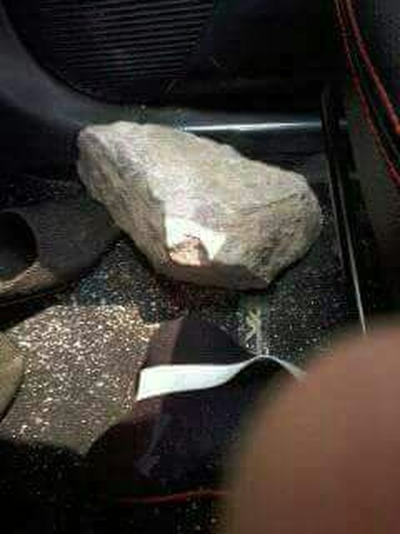 Pelemparan batu. Foto: dok. Istimewa