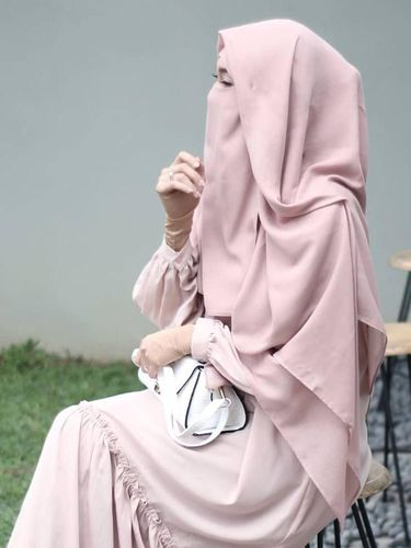 Niqab Berwarna Jadi Solusi agar Tak Tampil Menyeramkan