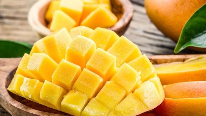 Pasien diabetes mau makan mangga? Perhatikan hal berikut ya. Foto: iStock