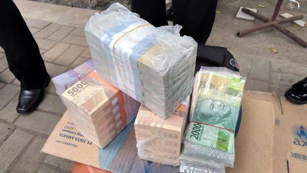 Pengecekan dilakukan untuk menghindari peredaran uang palsu
