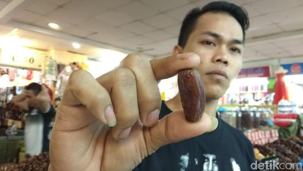 Kurma di Pasar Tanah Abang Diserbu Pembeli, dari Mana Suplainya?