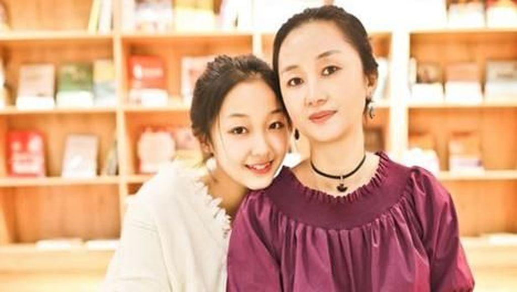 Seperti Kakak Adik, Foto Viral Ibu Anak Ini Dipuji Netizen