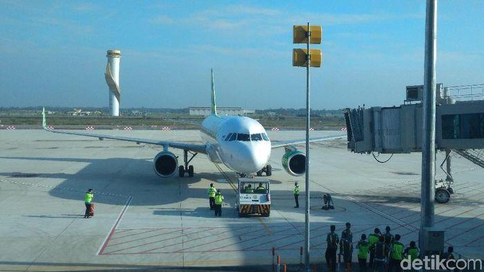 Penerbangan perdana Bandara KertajatiFoto: Sudirman Wamad/detikcom