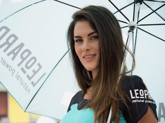 Si Seksi Francesca Sofia Novello, dari Umbrella Girl hingga Mengandung Anak Rossi