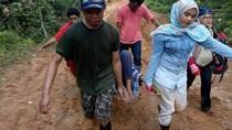 Potret Viral Jatuh Bangun Tenaga Kesehatan di Pedalaman Papua