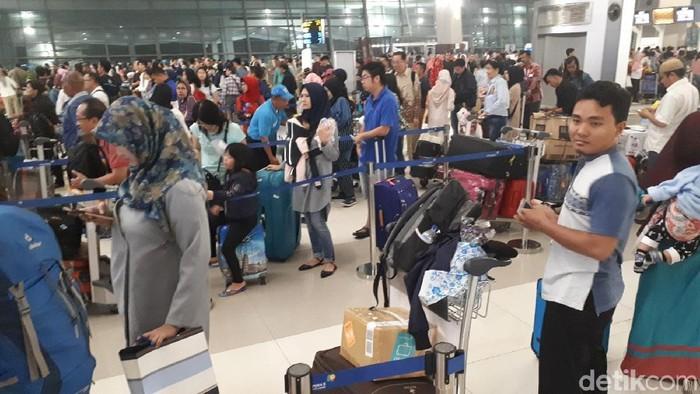 arus mudik di terminal 3 bandara soetta