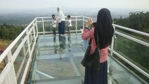 Mudik ke Purwokerto, Saatnya Selfie di Jembatan Kaca Keren Ini