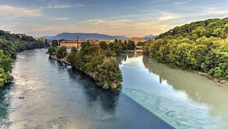 sungai 2 warna jenewa