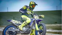 Gaya Valentino Rossi Main Motocross