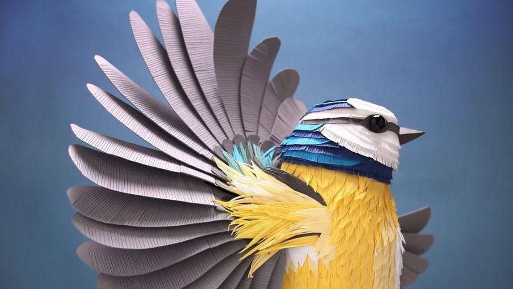 Seniman Ini Ciptakan Karya Seni yang Keren dari Kertas Warna