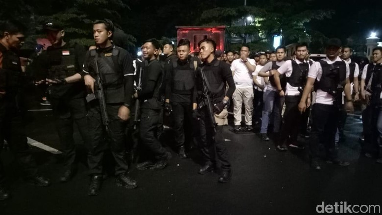 Polisi Patroli dan Dialog dengan Warga di Pasar Rakyat Palu