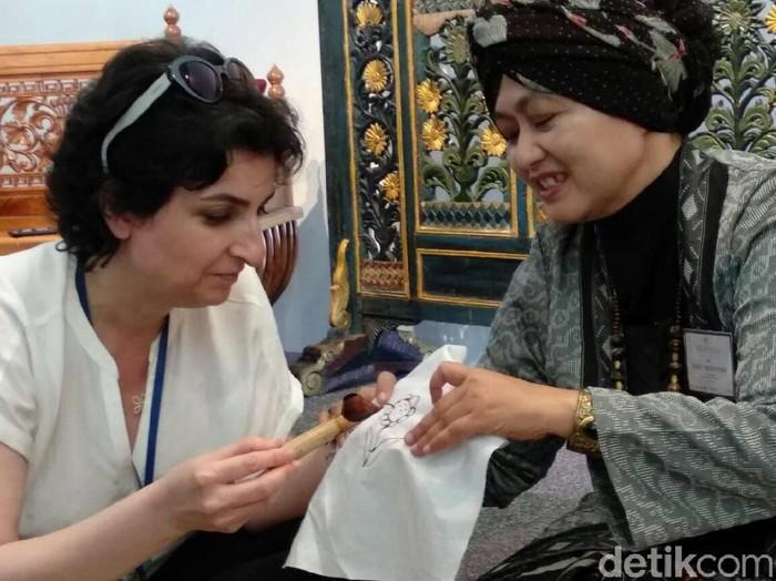 Siti Zunaiyah Budy Arty, perajin batik asal Gresik. Foto: Daniel Ngantung/Wolipop