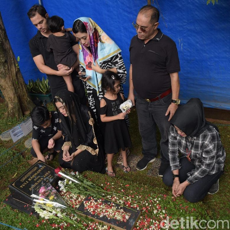 Kesedihan pun tidak bisa ditutupi oleh keluarga Jupe. Foto: Keluarga Jupe (Noel/detikHOT)