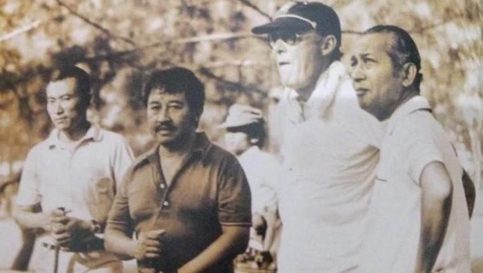 Bob Hasan, Pangeran Bernard dari Belanda, dan Presiden Soeharto bermain golf, 1970