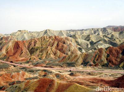 Masya Allah! Inilah Gunung Pelangi yang Disebutkan dalam Al Quran
