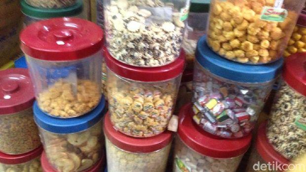 Ramainya Pemburu Kue Kering Jelang Lebaran di Pasar Jatinegara