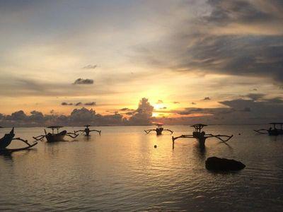 Menanti Sunset di Pant   ai Pertamina, Bali
