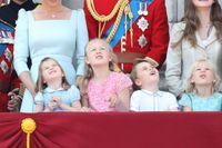 Putri Charlotte ceria sebelum terjatuh.