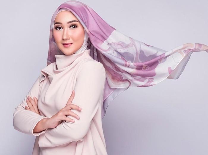 Dian Pelangi, Mantan Santri yang Sukses jadi Desainer. Foto: Instagram/DianPelangi