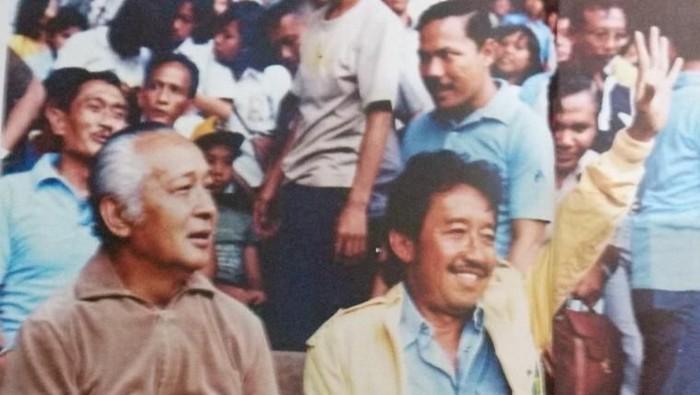 Presiden Soeharto dan Bob Hasan menyaksikan pertandingan atletik di Senayan