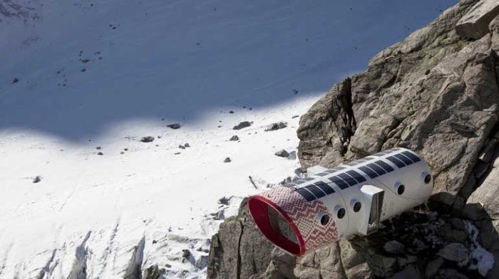 Hotel ini berada di lingkungan yang menantang, dan keberadaannya menawarkan perlindungan bagi penjelajah ke Gunung. Istimewa/ecobnb.com.