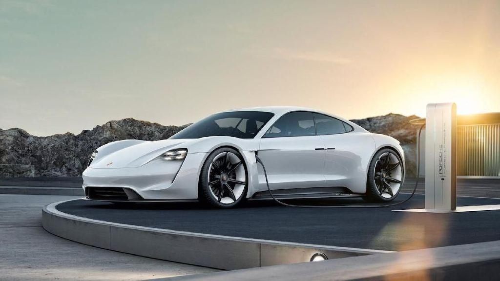 Porsche Taycan Listrik Diuji hingga 3.424 Km