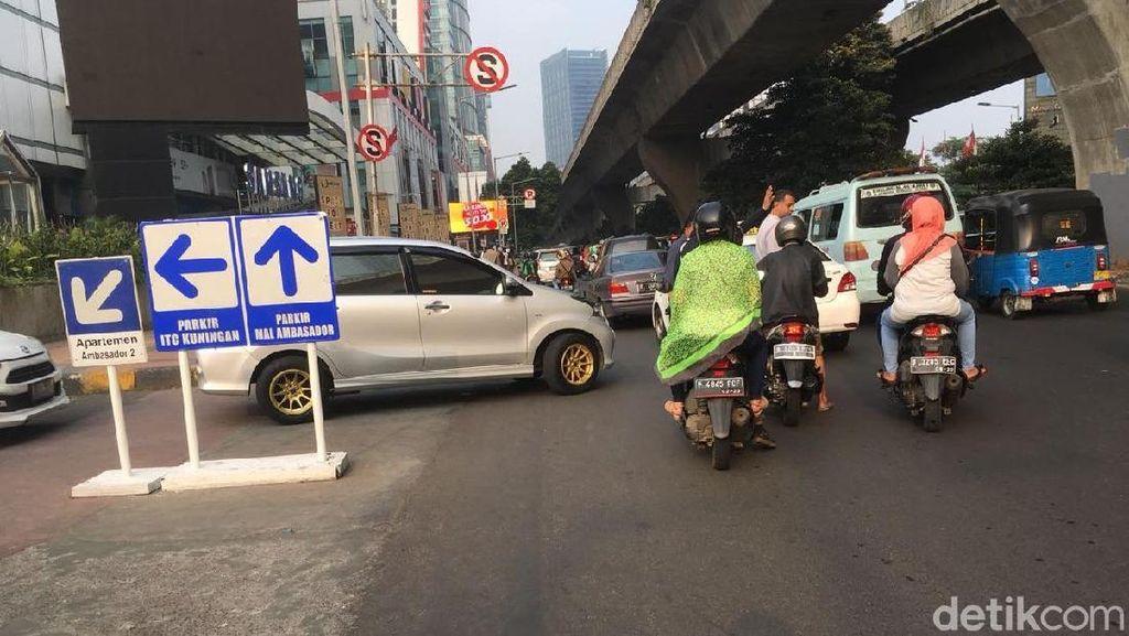 Jelang Lebaran, Lalin di Sekitar Mal-mal di Jakarta Macet