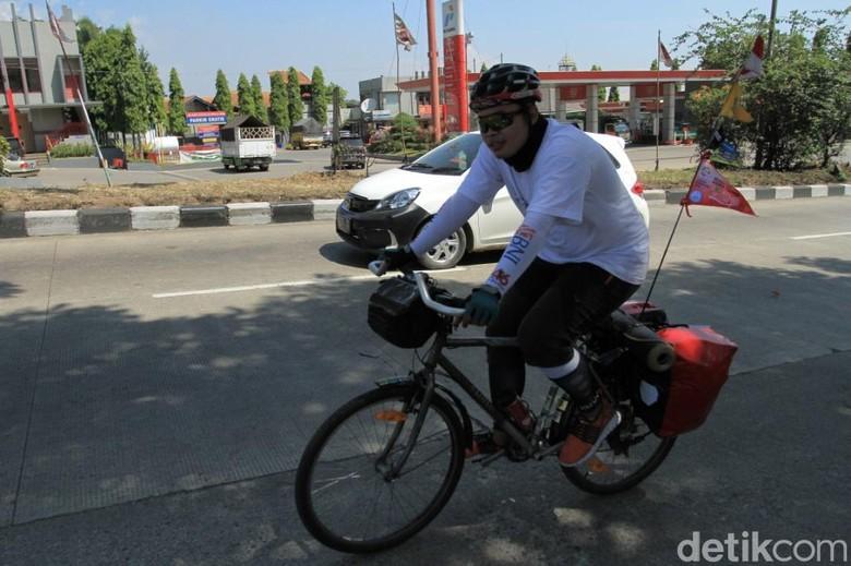 Devan Mudik Naik Sepeda dari Tangerang ke Tasikmalaya