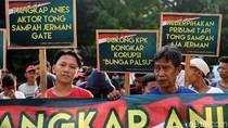 Aksi Demo Tuntut Anies-Sandi di KPK