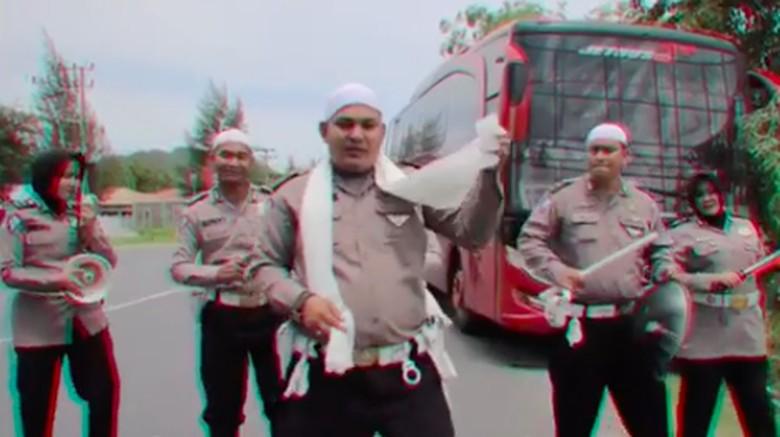 Cara Polantas Aceh Edukasi Sopir Bus, Agar Tak Ugal-ugalan di Jalanan Foto: Pool (Instagram)