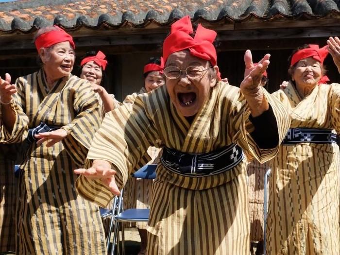 Siapa sangka usia 80 tahun ke atas juga bisa jadi idol.(Foto: CNN)